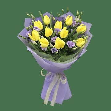 Blumenstrauß aus Tulpen und Lisianthus