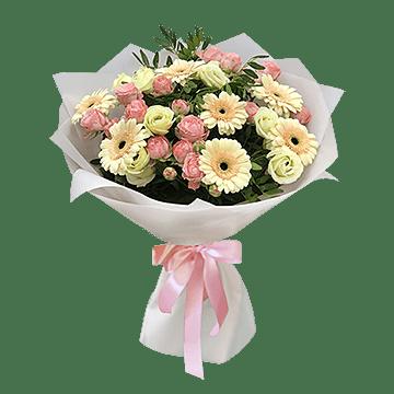 Blumenstrauß aus Rosen und Germinis