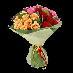 Blumenstrauß aus den vielfarbigen Rosen