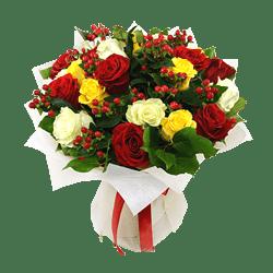 Blumenstrauß aus Rosen und Hypericum