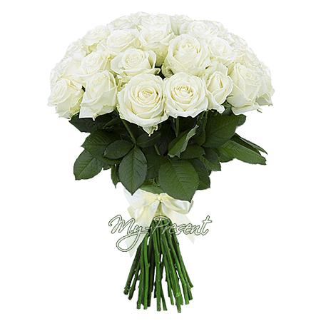 Blumenstrauß aus den weißen Rosen (80 cm.)