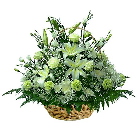 Korb mit Lilien, Rosen, Lisianthus