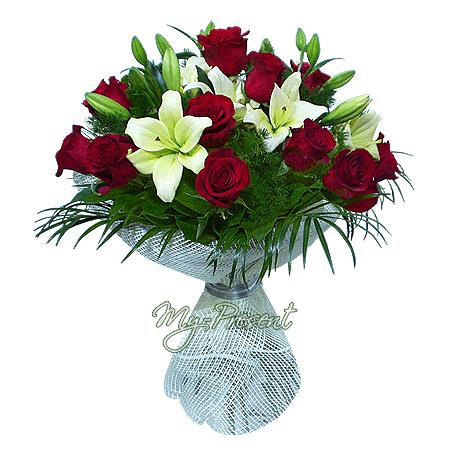 Blumenstrauß aus Rosen und Lilien