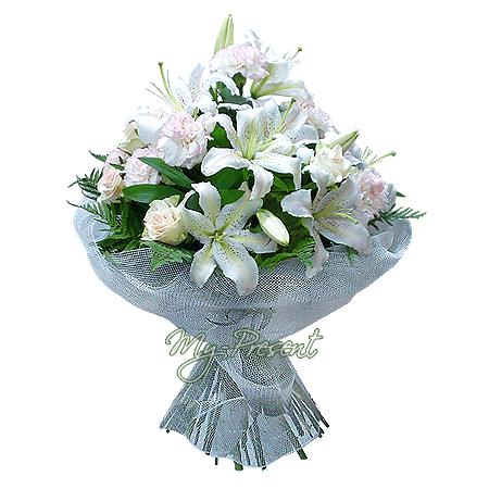 Blumenstrauß aus Rosen, Lilien, Nelken