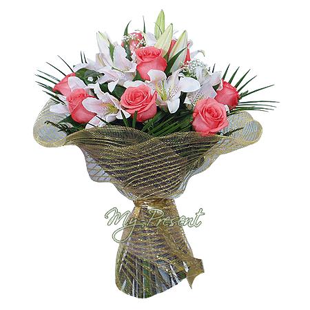 Blumenstrauß aus Rosen und Lilien geschmückt mit  Grünpflanzen