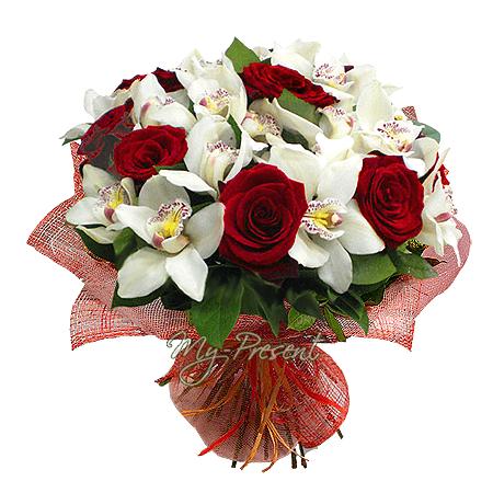 Blumenstrauß aus Rosen und Orchideen