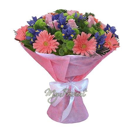 Blumenstrauß aus Rosen, Germinis,  Irisen geschmückt Grünpflanzen