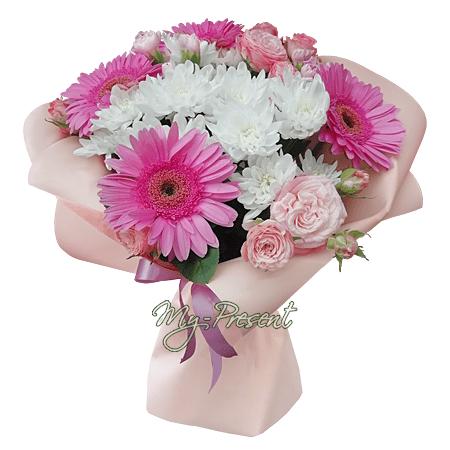 Blumenstrauß aus Gerbera, Chrysanthemen und Strauchrosen.
