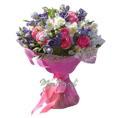 Blumenstrauß aus Rosen, Lisianthus und Alstroemerien
