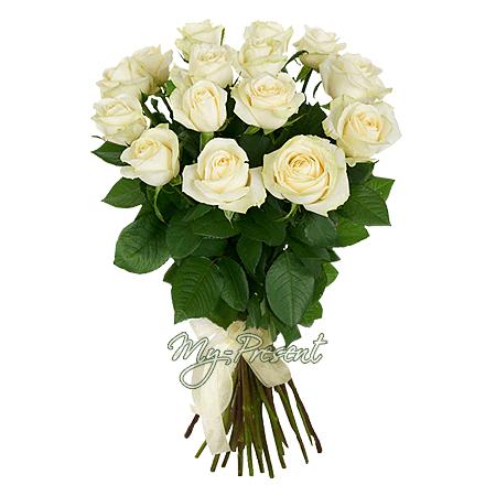 Blumenstrauß aus den weißen Rosen (60 cm.)