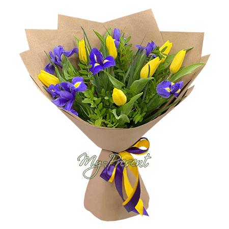 Blumenstrauß aus Tulpen und Irisen