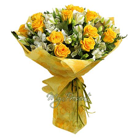 Blumenstrauß aus gelben Rosen und Alstroemerien