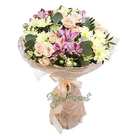Blumenstrauß aus Rosen, Alstroemerien und Chrysanthemen
