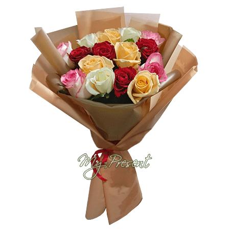 Blumenstrauß aus den vielfarbigen Rosen (80 cm.)