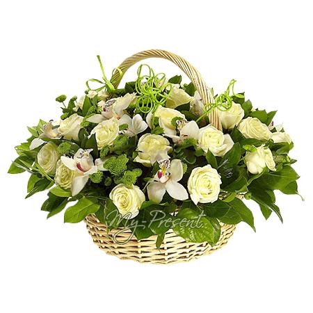 Korb mit  Rosen, Orchideen und Chrysanthemen