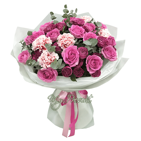 Blumenstrauß aus Rosen und Nelken