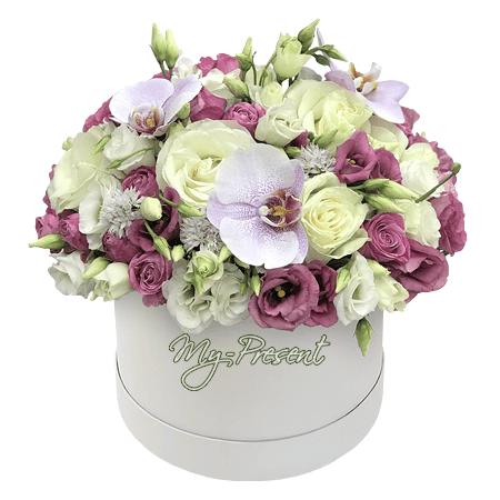 Rosen, Orchideen und Lisianthus in einer Box