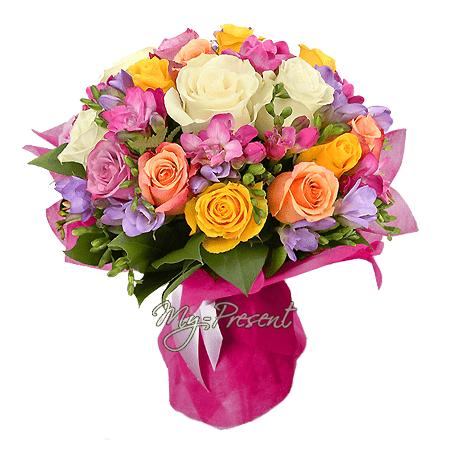 Blumenstrauß aus Rosen und Frezia