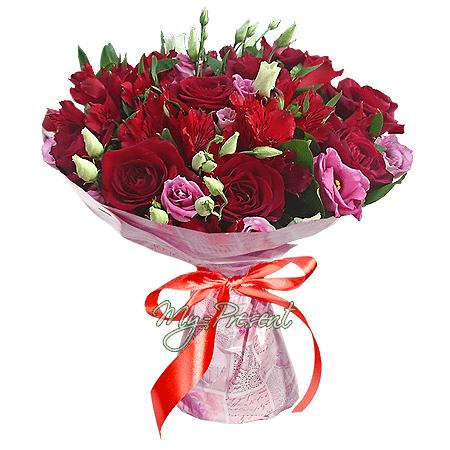 Blumenstrauß aus Rosen, Alstroemerien und Lisianthus