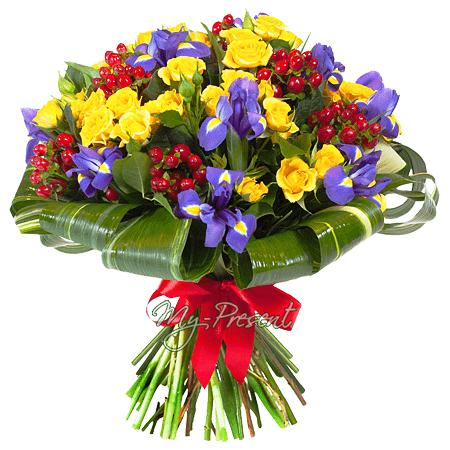 Blumenstrauß aus Rosen, Irisen und Hypericum