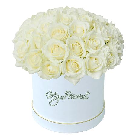 Weiße Rosen in einer Box