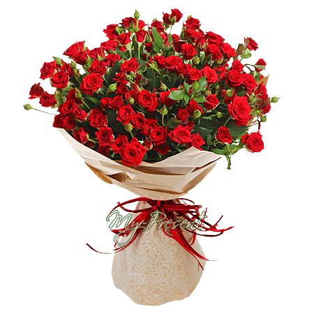 Blumenstrauß aus roten Strauchrosen
