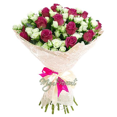 Blumenstrauß aus Rosen und Rosen verzweigt